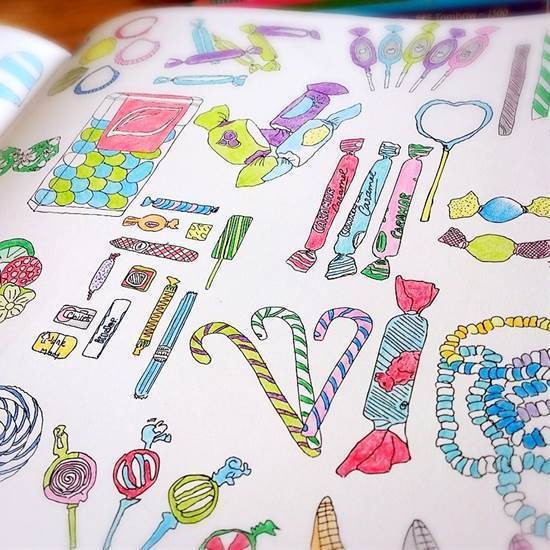 外国のお菓子が塗り絵に 細かい曲線がいっぱいのイラストが魅力 おしゃれ かわいい大人の塗り絵が人気 無心で塗ってストレス解消